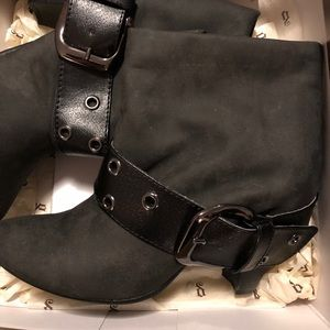 Kiley gray ankle boot